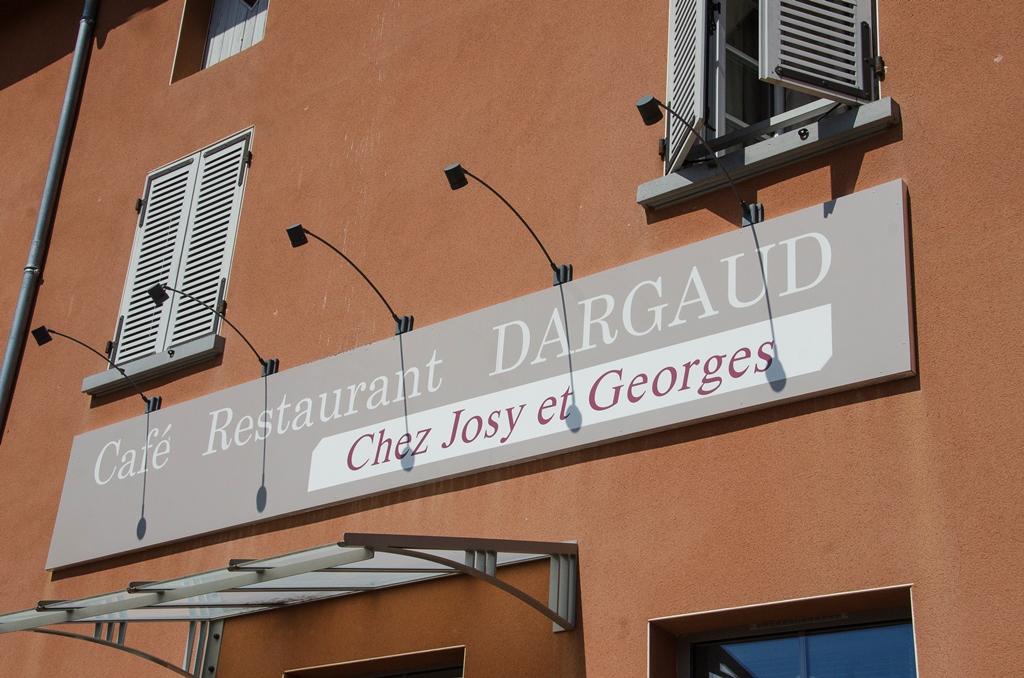 Les nouveaux gérants du restaurant DARGAUD